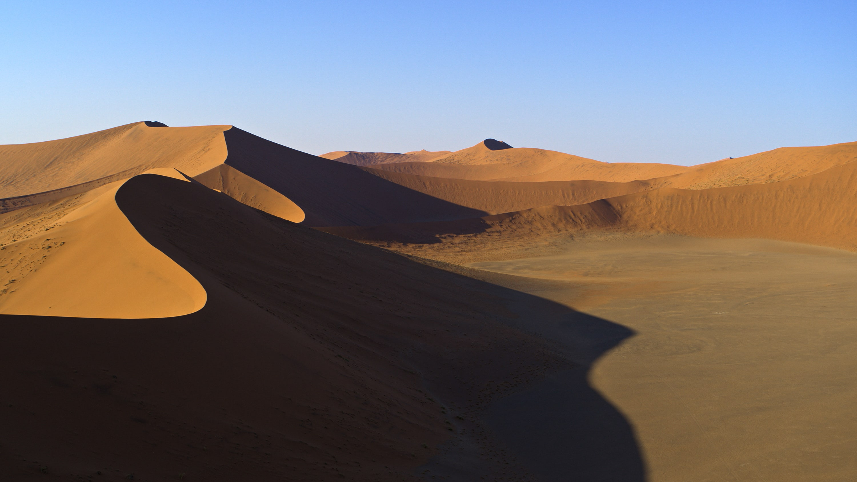 Flying towards red dunes in the Namib-Naukluft Park. (National Geographic for Disney+)
