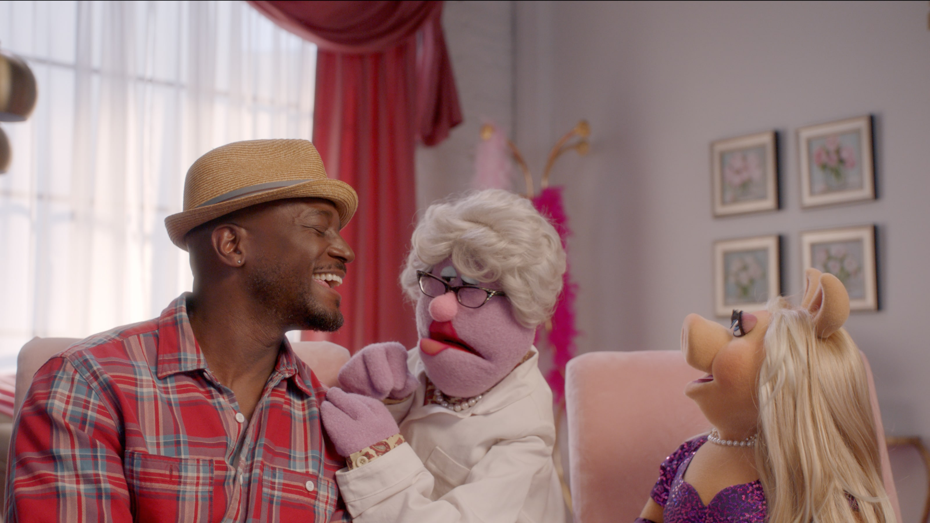 """Miss Piggy and Taye Diggs in """"Muppets Now,"""" streaming only on Disney+"""