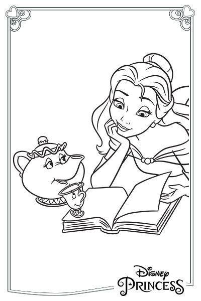Belle legge un libro in compagnia