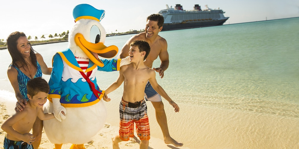 Donald Duck and family on the beach