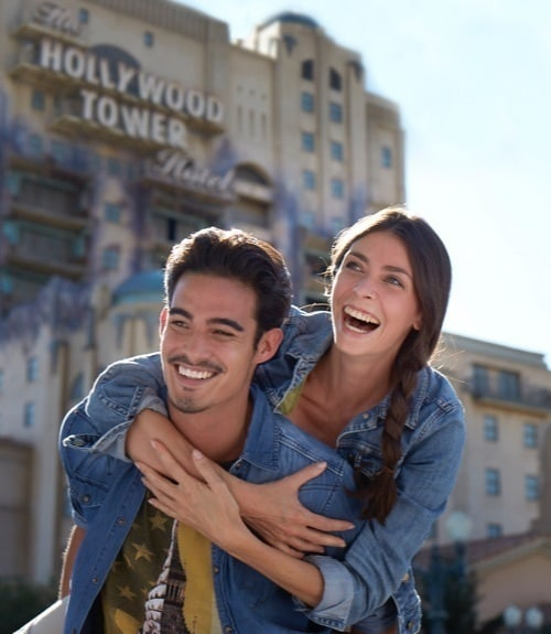 Couple devant The Hollywood Tower