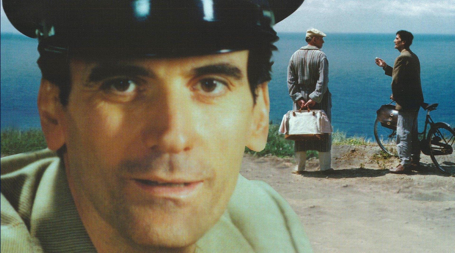 un scena del film Il Postino di Massimo Troisi