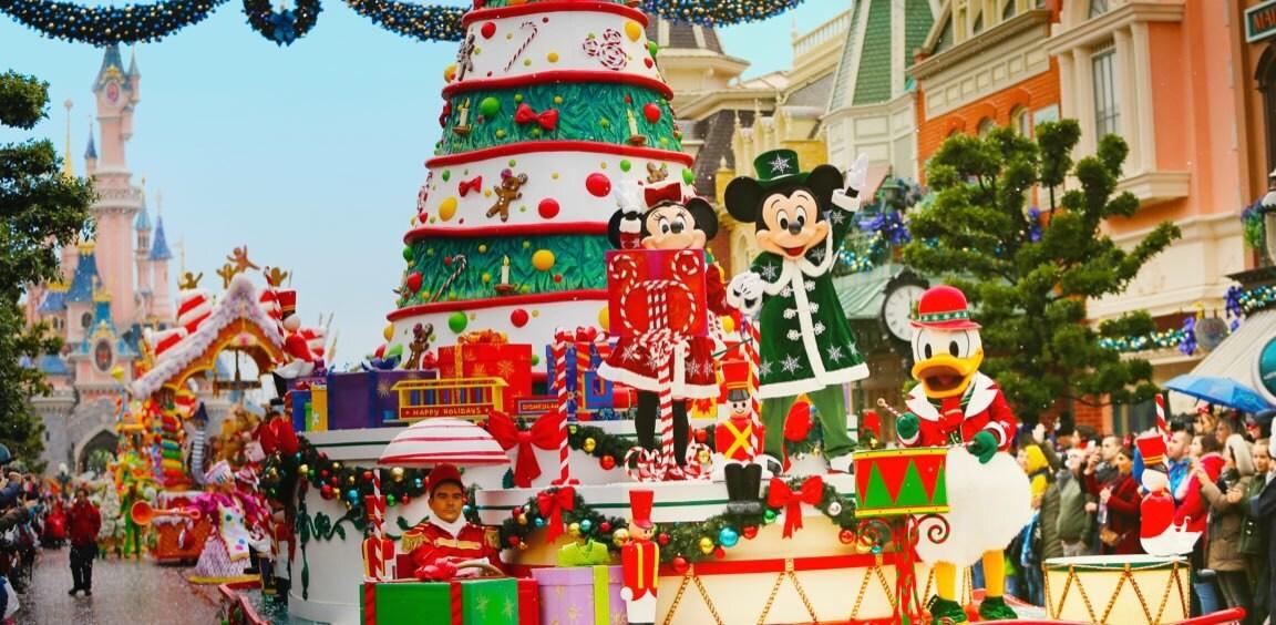Assista ao desfile de natal da Disneyland Paris