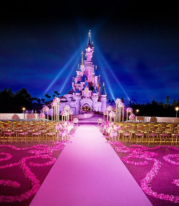 قلعة سندريلا أثناء الليل في ديزني لاند باريس