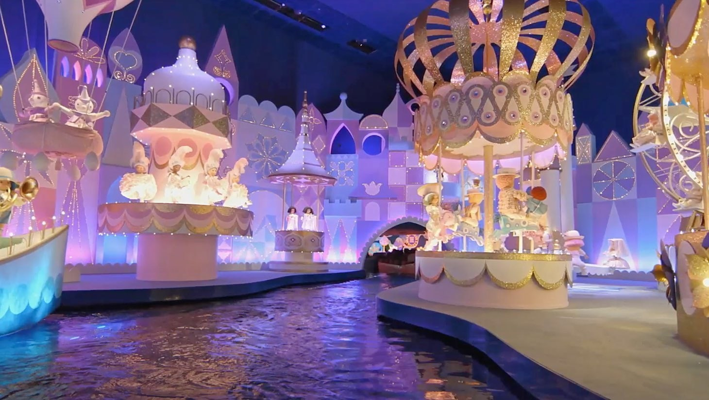 Una visuale dell'attrazione It's a Small World di Disneyland Paris