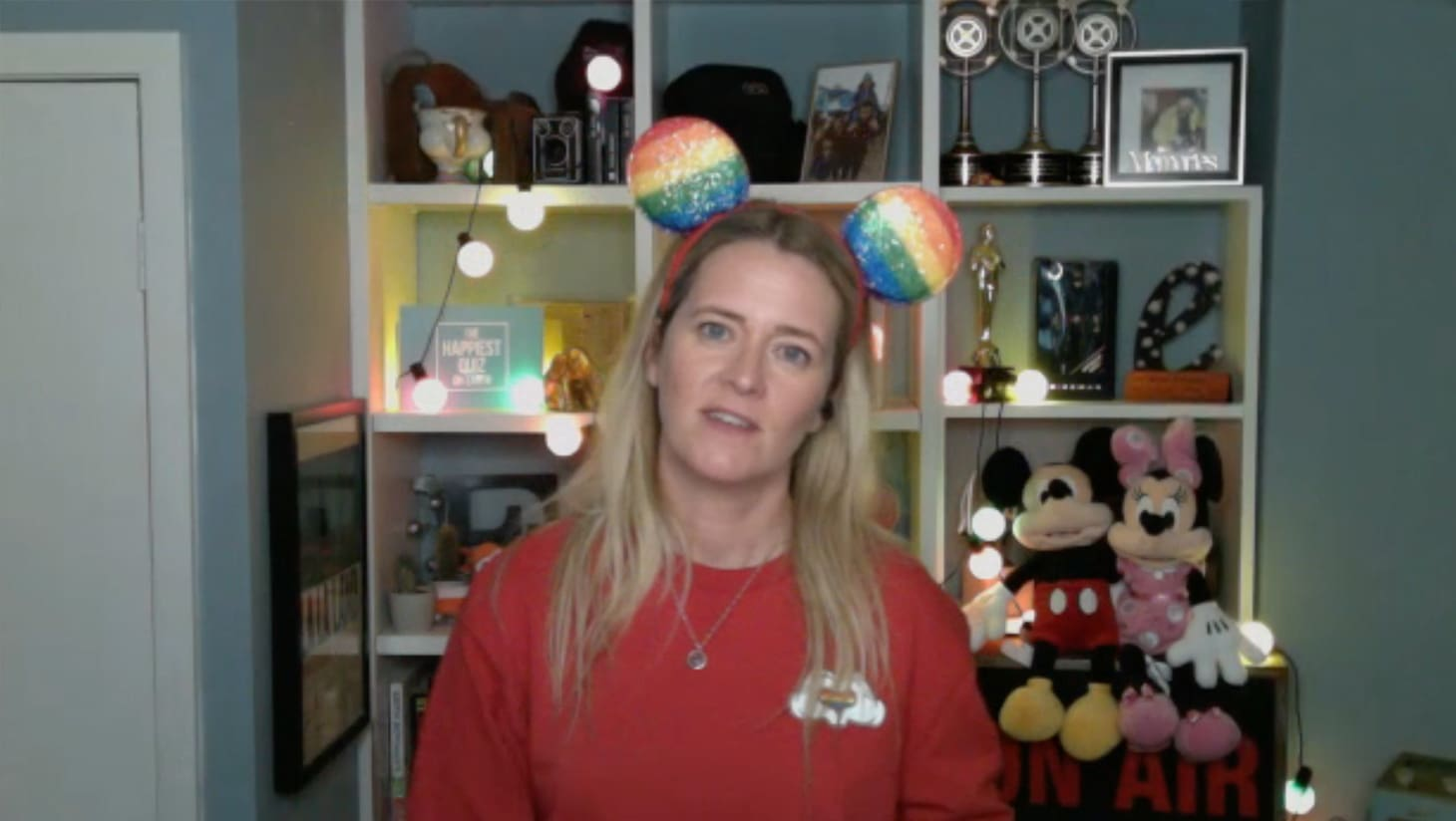 Edith Bowman hosting a quiz