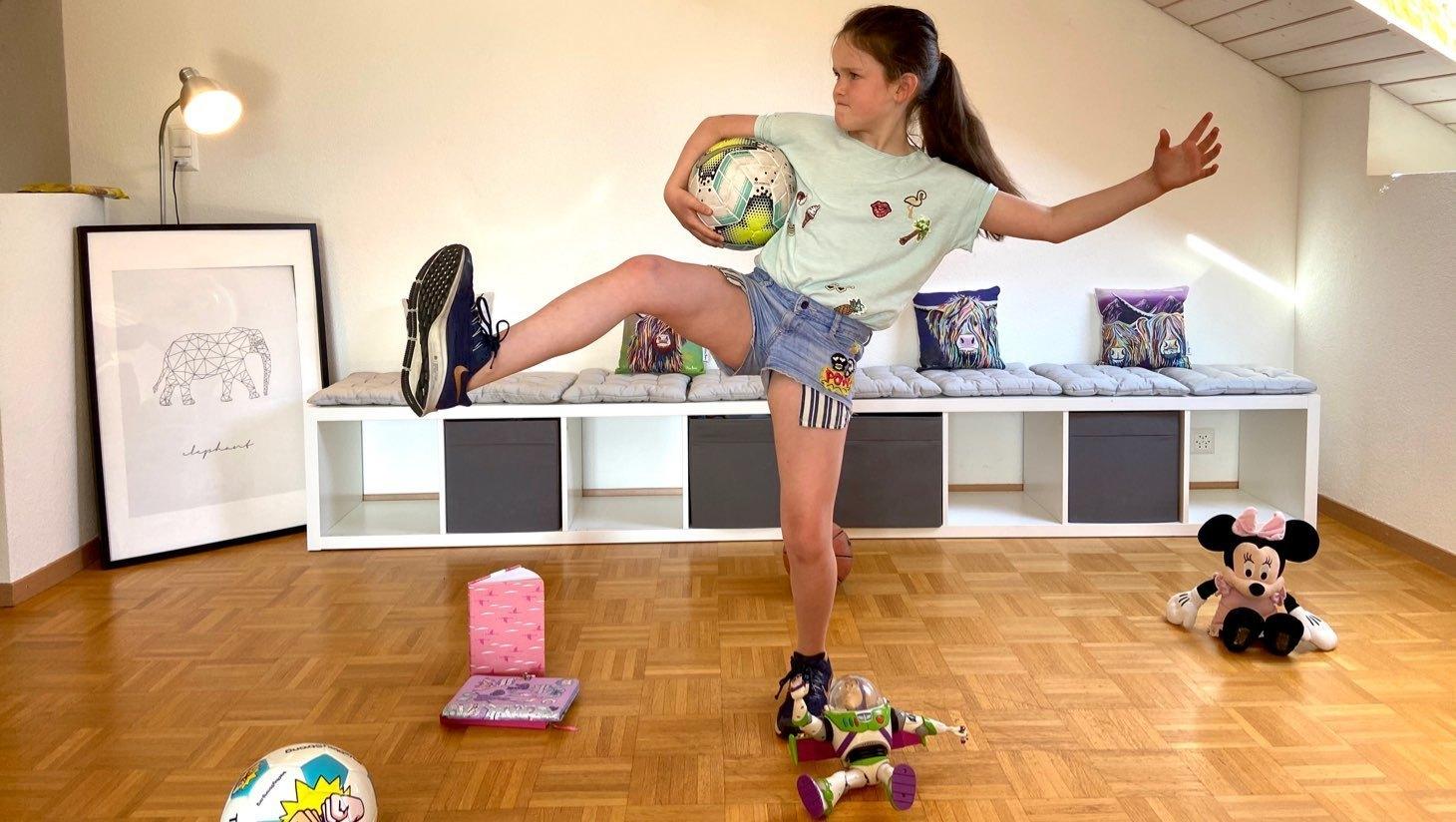 Jeune fille jouant Elastigirl