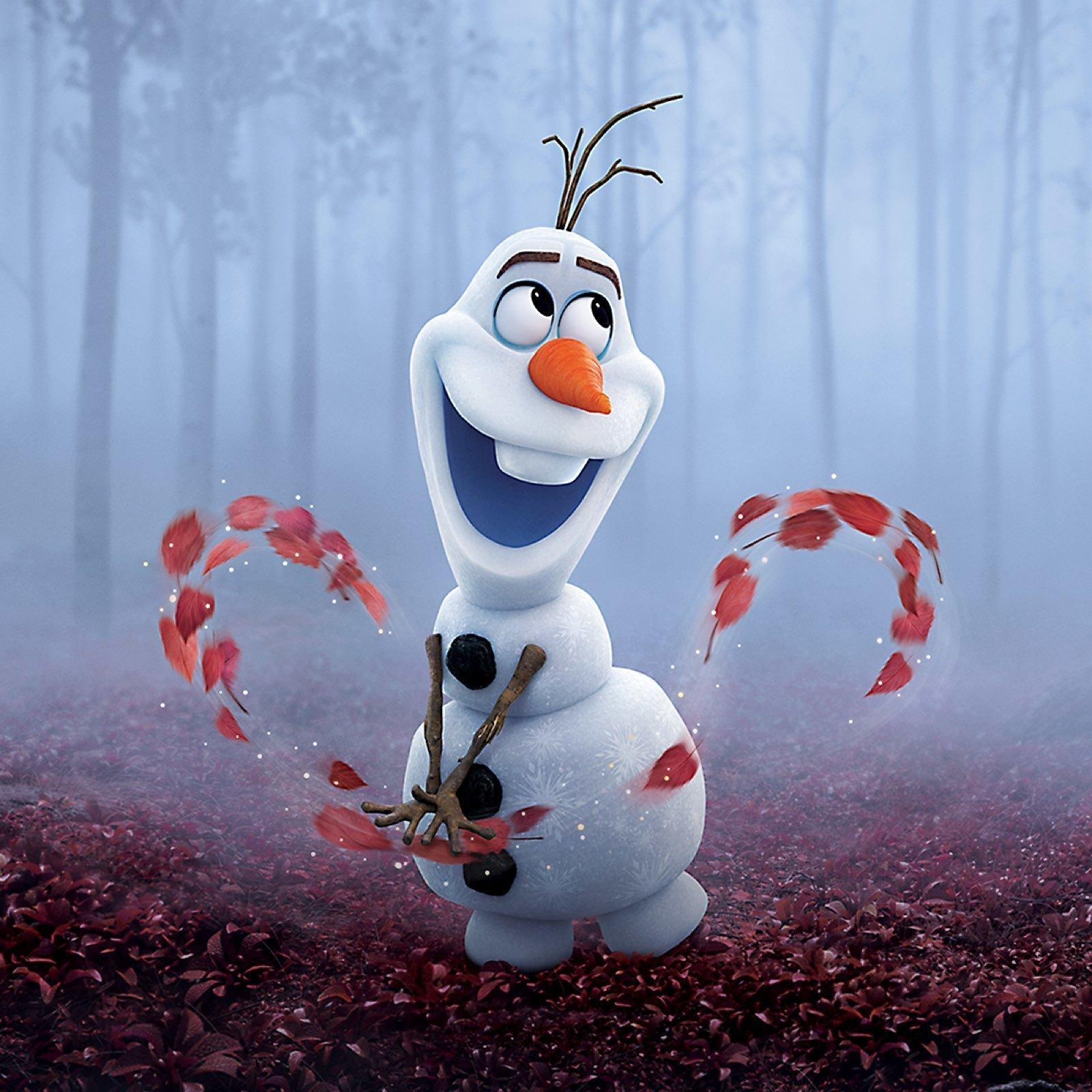 Olaf em uma floresta com névoa