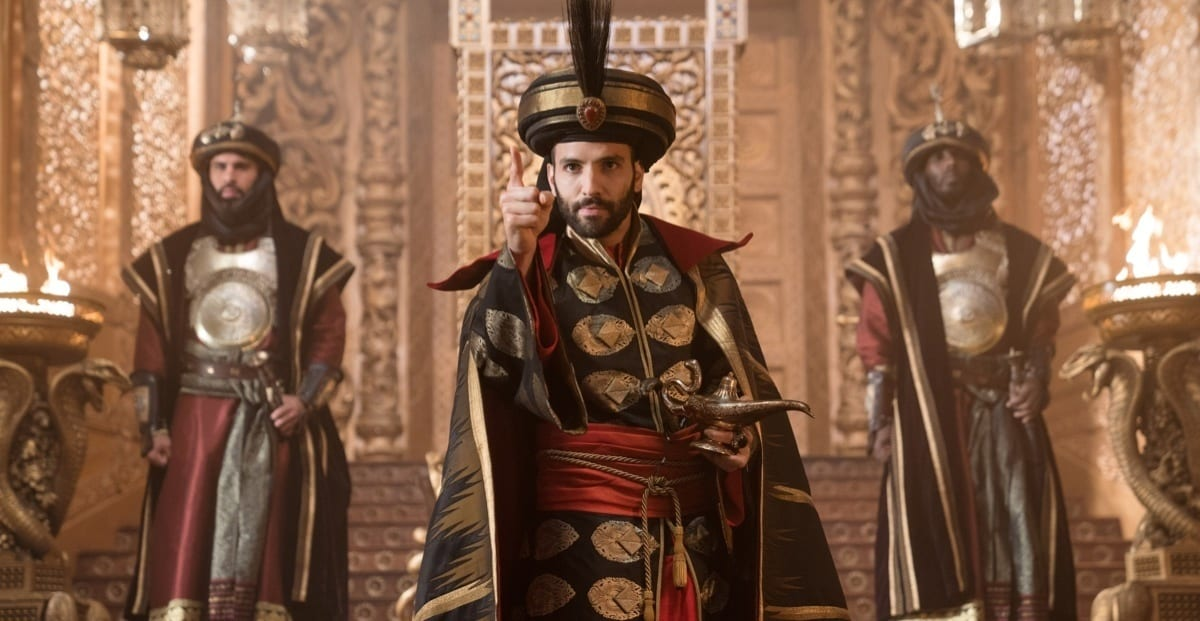 Marwan Kenzari as Jafar pointing with an angry expression
