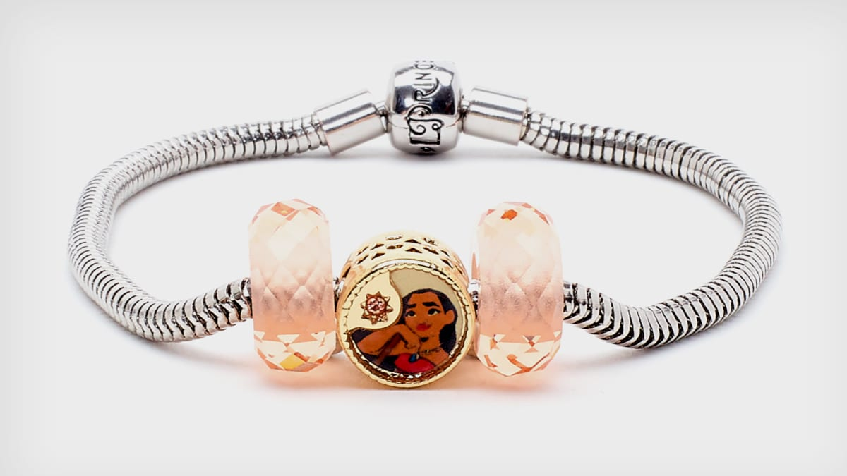 Three piece set features a circular bead with classic Moana character artwork, and two matching glass beads.