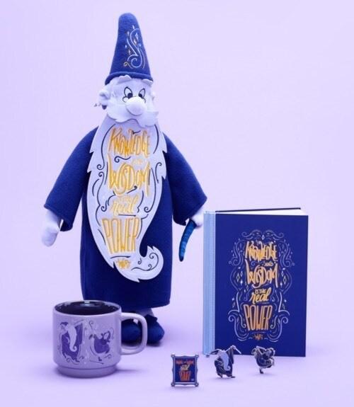 Merlin Soft Toy, cuaderno, juego de alfileres y taza