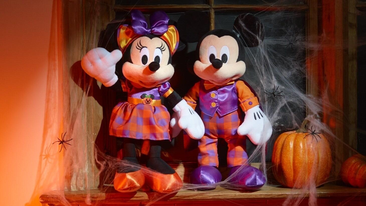 Una selección de productos de Halloween en shopDisney