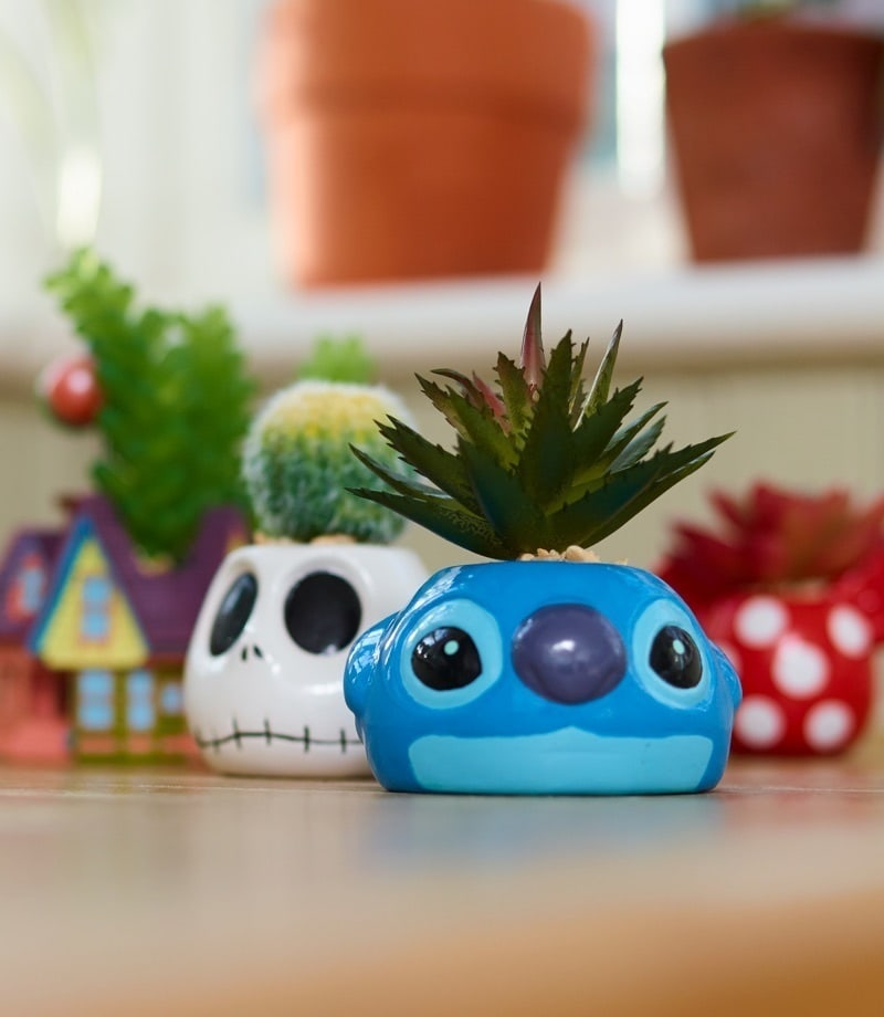 plantes grasses artificielles dans des pots Disney