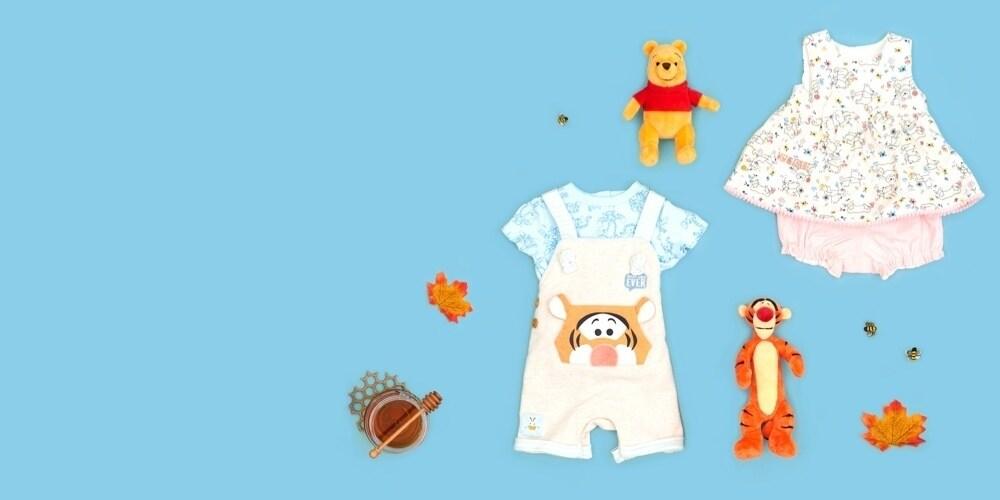 Ensemble bébé salopette et t-shirt avec une robe inspirée par Winnie l'Ourson et un ensemble de bloomers inspiré par Tigrou.
