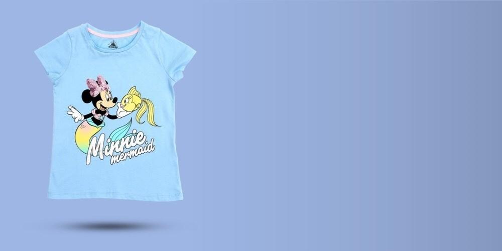 Disney inspiró una camiseta azul claro con Minnie como sirena