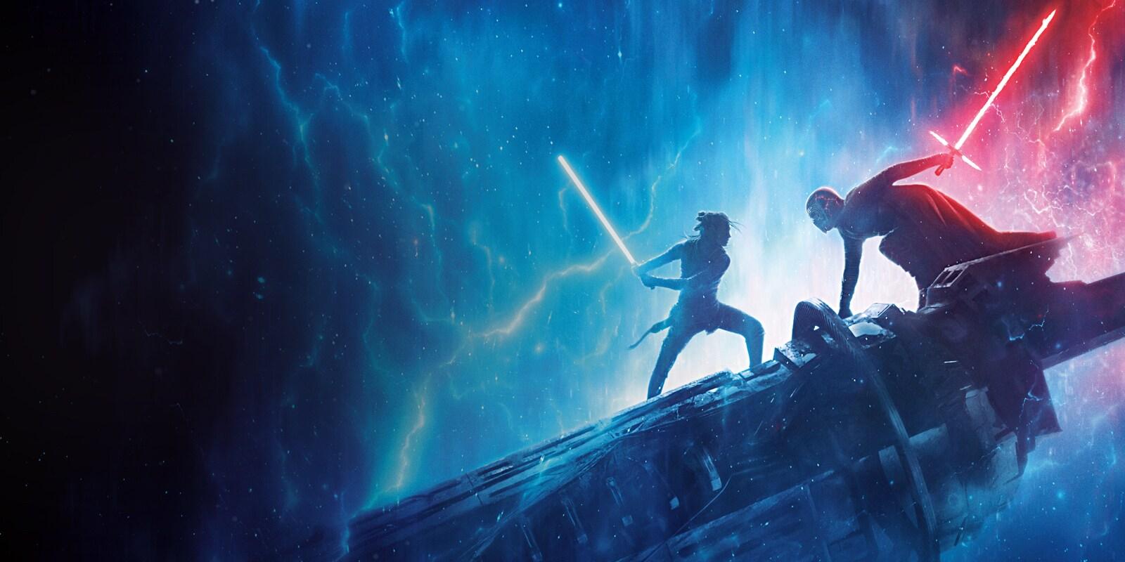 Rey et Kylo Ren s'affrontant au sabre laser sur des débris