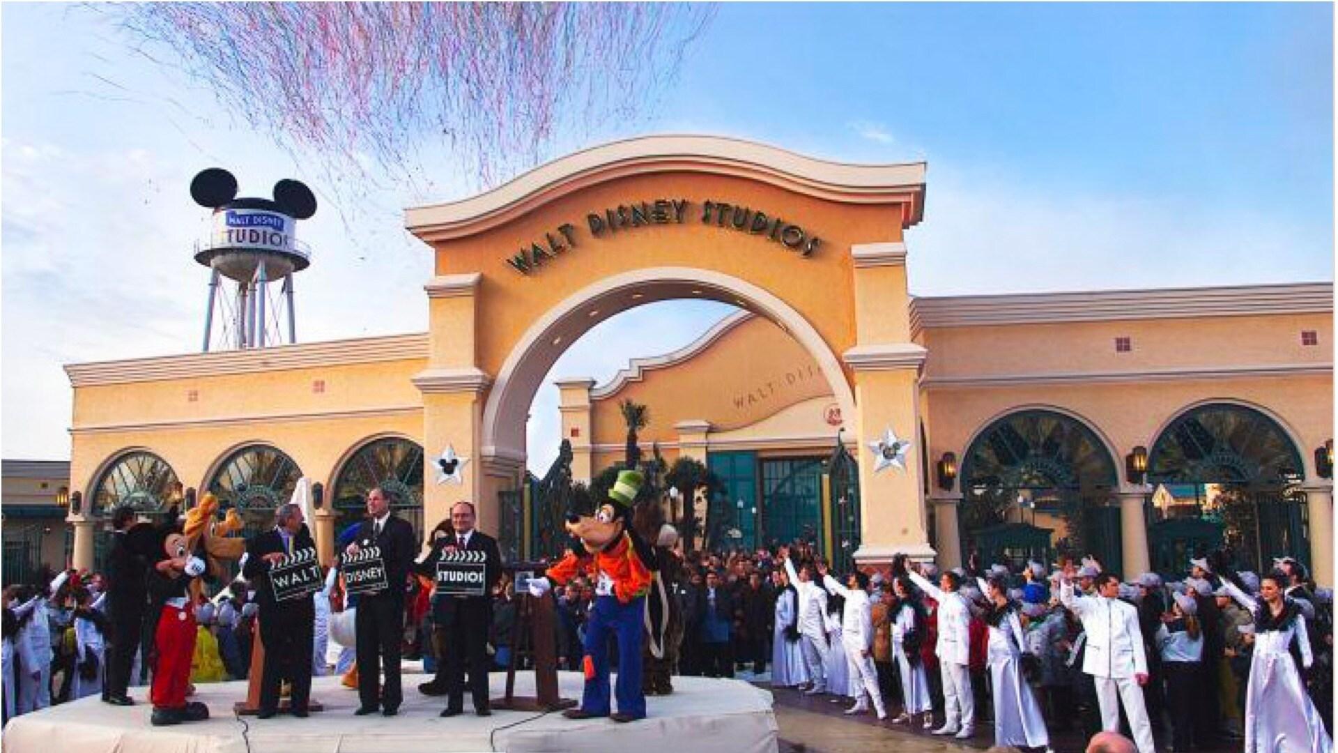 Ouverture du Parc Walt Disney Studios qui vient rejoindre le Parc Disneyland à Disneyland Paris.