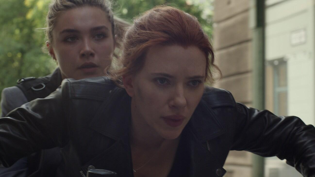 Marvel Studios' BLACK WIDOW..L to R: Yelena (Florence Pugh) and Black Widow/Natasha Romanoff (Scarlett Johansson)..Photo: Film Frame..©Marvel Studios 2020