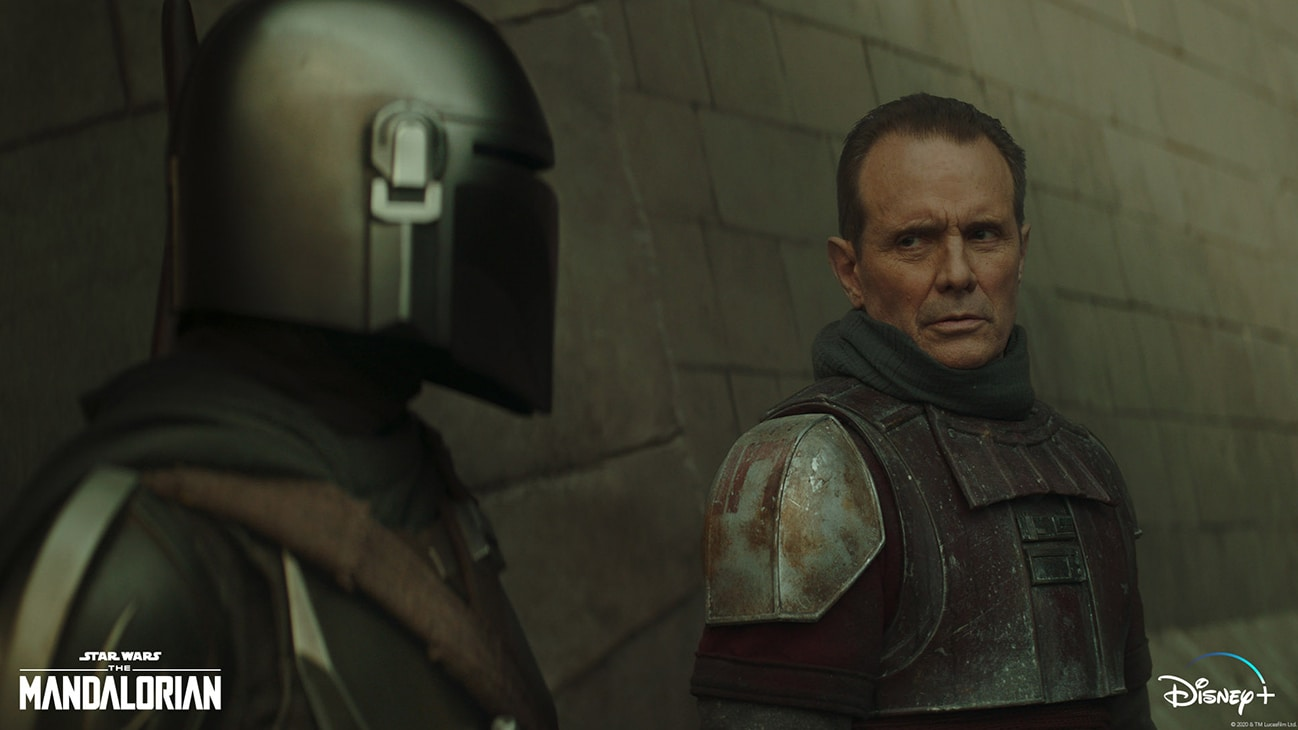(L-R): The Mandalorian (Pedro Pascal) and Lang (Michael Biehn) in Lucasfilm's THE MANDALORIAN, season two, exclusively on Disney+. © 2020 Lucasfilm Ltd. & ™. All Rights Reserved.