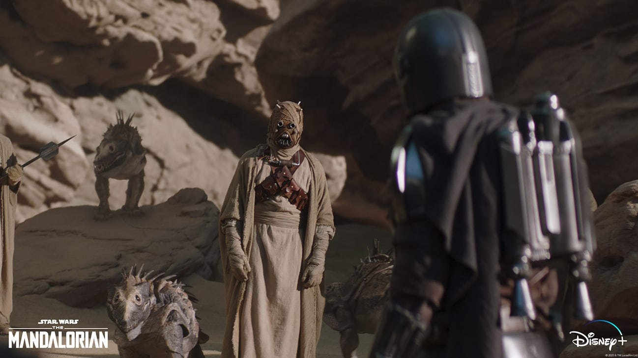 Tusken Raiders and The Mandalorian (Pedro Pascal) in Lucasfilm's THE MANDALORIAN, season two, exclusively on Disney+. © 2020 Lucasfilm Ltd. & ™. All Rights Reserved.