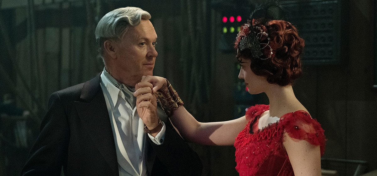"""Michael Keaton (V.A. Vandevere) and Eva Green (Colette Marchant) from the movie """"Dumbo"""""""