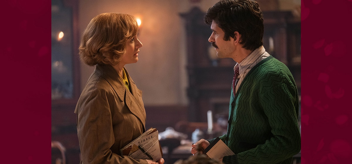 """Emily Mortimer (Jane) and Ben Whishaw (Michael) having a discussion in """"Mary Poppins Returns"""""""
