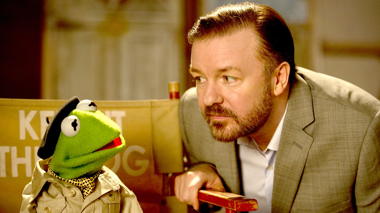 """Kermit and Ricky Gervais in """"Muppets Most Wanted"""""""