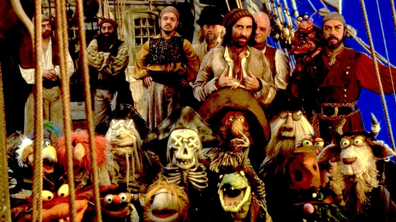 "Tim Curry, Nigel Plaskitt, Robbie Barnett, Michael Bayliss, Danny Blackner, Simon Buckley, David Bulbeck, Marcus Clarke, Billy Connolly in ""Muppet Treasure Island"""
