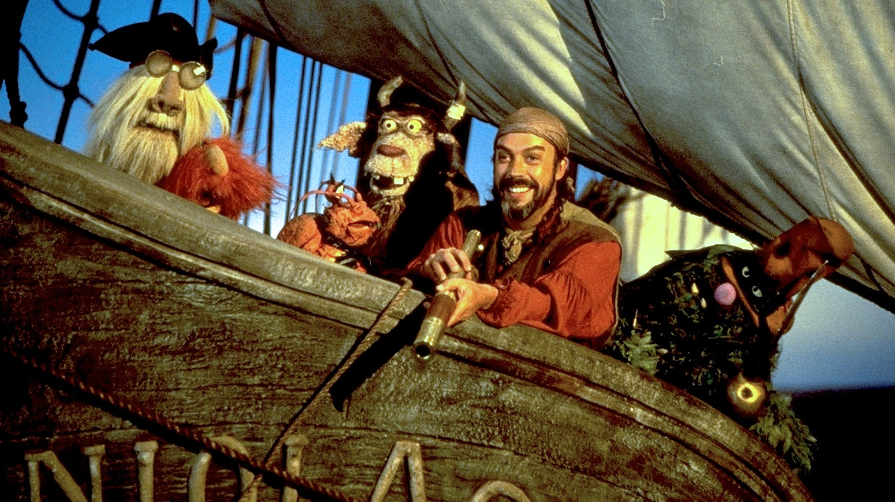 """Tim Curry and muppets in """"Muppet Treasure Island"""""""