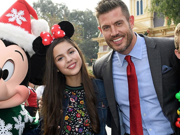 Co-host Jesse Palmer with Parade Correspondents Olivia Rodrigo and Sean Giambrone