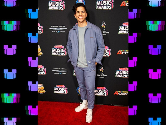 Alex Aiono is always so stylish!