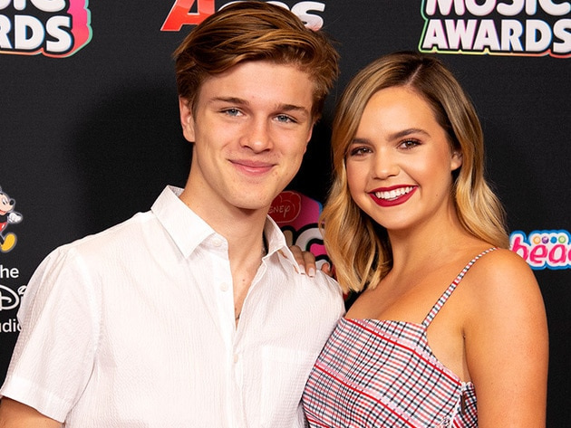Bailee Madison & Alex Lange look so cute together on the RDMA red carpet!