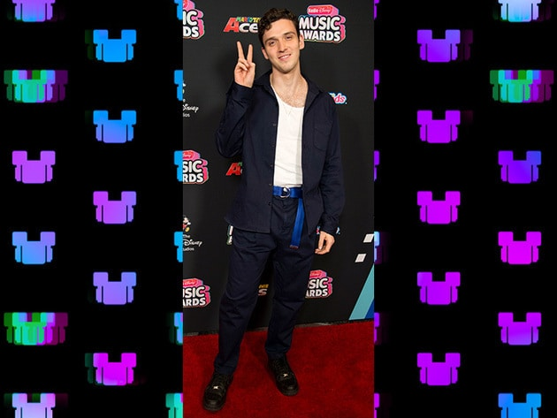 Lauv is doing double duty as a 2018 RDMA nominee AND a presenter!
