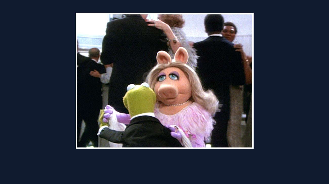 Kermit and Miss Piggy dancing from the Disney movie The Great Muppet Caper.