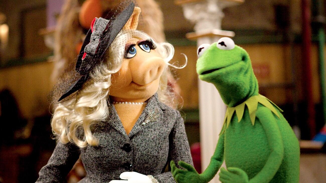 Miss Piggy looking at Kermit