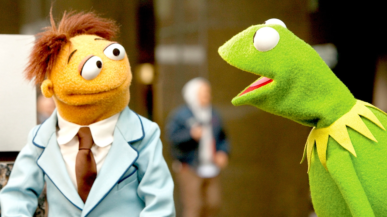 Muppets Walter and Kermit the Frog talking