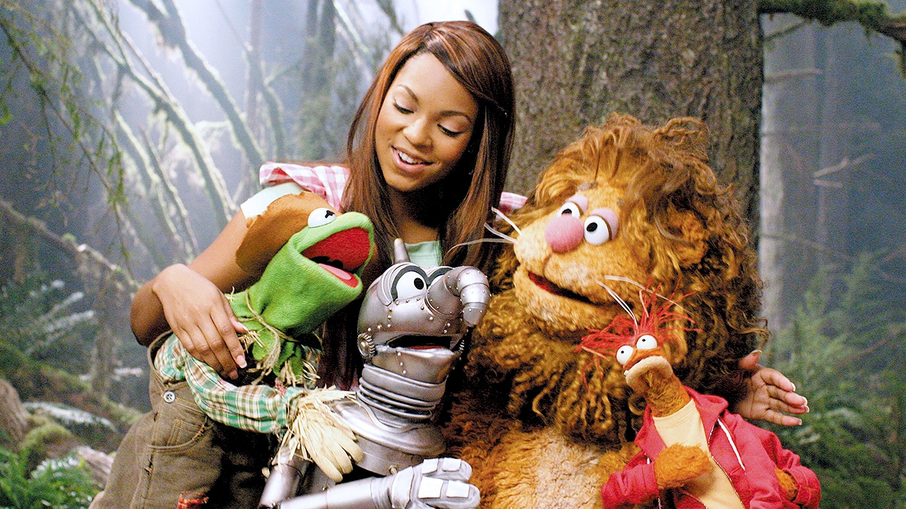 Ashanti as Dorothy with, Kermit as the scarecrow, Gonzo as the tin man, Fozzie Bear as the cowardly lion and Pepe the Prawn as Toto