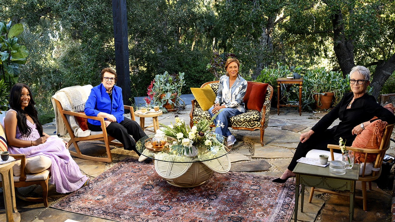 """TURNING THE TABLES WITH ROBIN ROBERTS - """"Episode 103"""" - Billie Jean King, Jamie Lee Curtis, Mickey Guyton. (Disney/Richard Harbaugh) MICKEY GUYTON, BILLIE JEAN KING, ROBIN ROBERTS, JAMIE LEE CURTIS"""