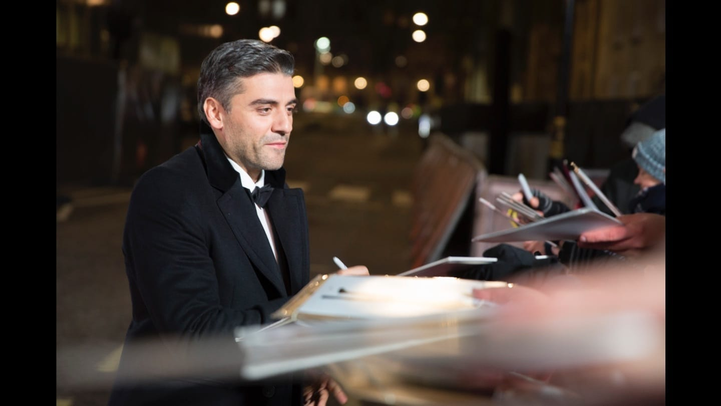 Oscar Isaac signing autographs on the red carpet at the Star: Wars The Last Jedi premiere