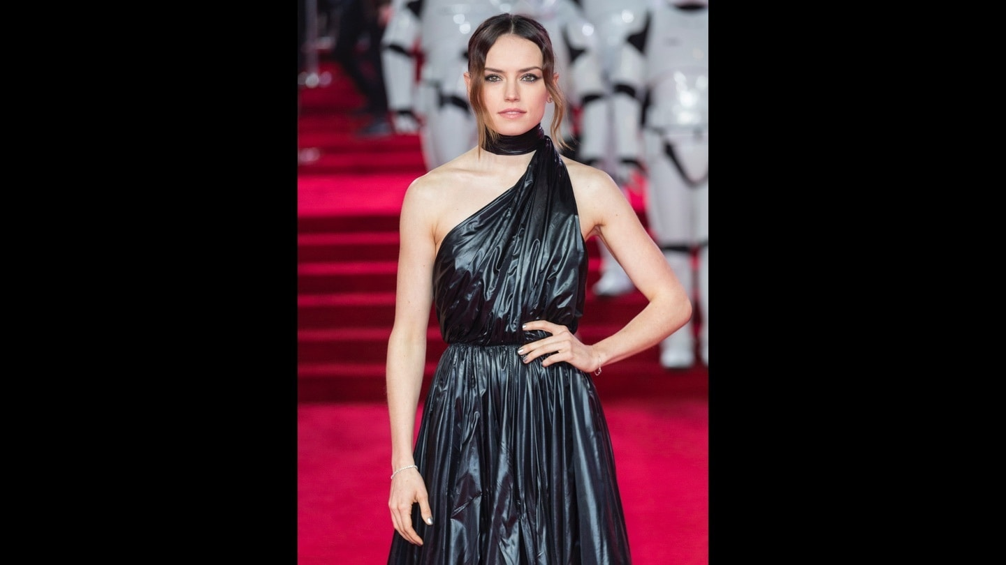 Daisy Ridley on the red carpet at the Star: Wars The Last Jedi premiere