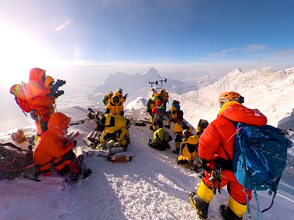 Watch Nat Geo Scientists on Everest with a 360 View