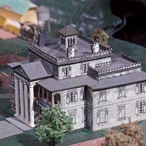 Embarque na história da Haunted Mansion no Disneyland Resort com o Rolly Crump