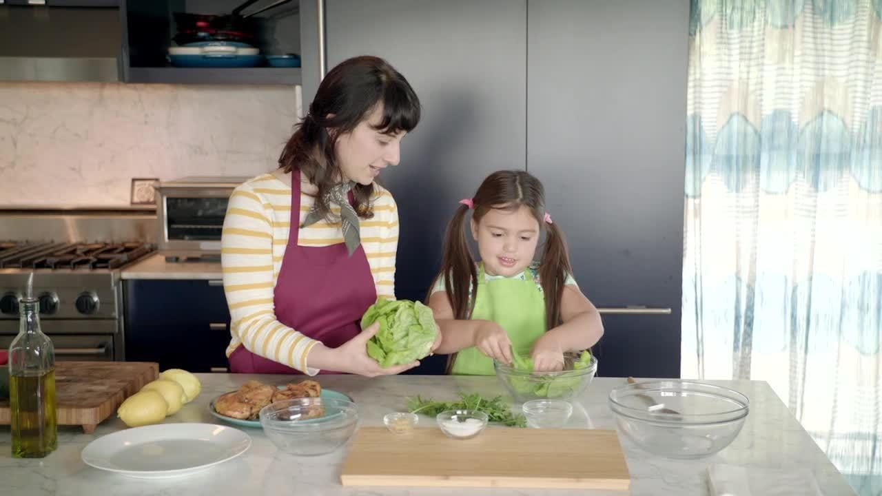 Flavors of the World with Doc McStuffins- American-inspired Chicken Lettuce Cups