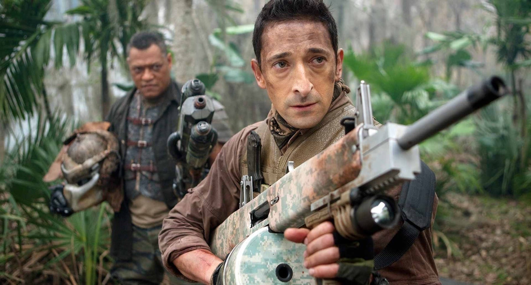 Adrien Brody (as Royce) and Laurence Fishburne (as Ronald Noland) holding a Predator's head.