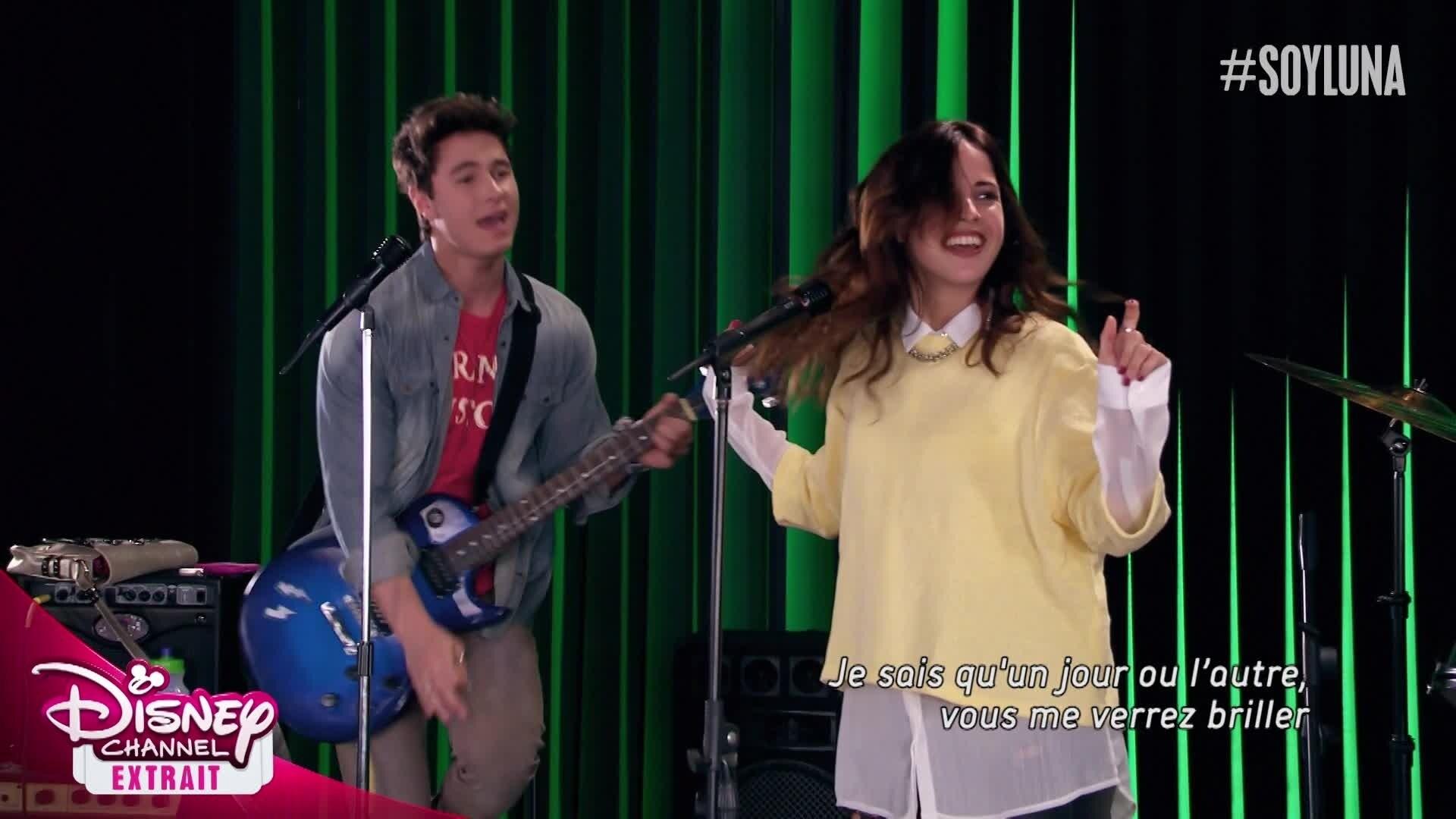 "Soy Luna - Chanson : ""Alzo Mi Bandera"" (épisode 111)"