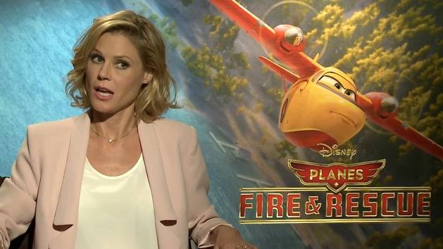 Talking Planes with Julie Bowen