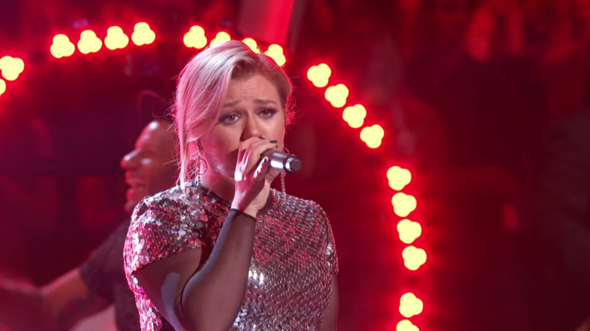 Kelly Clarkson performs a medley of her hits | 2018 Radio Disney Music Awards