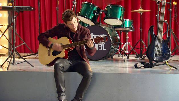 "Momento Musical: Diego canta ""Dile que sí"" - Violetta"