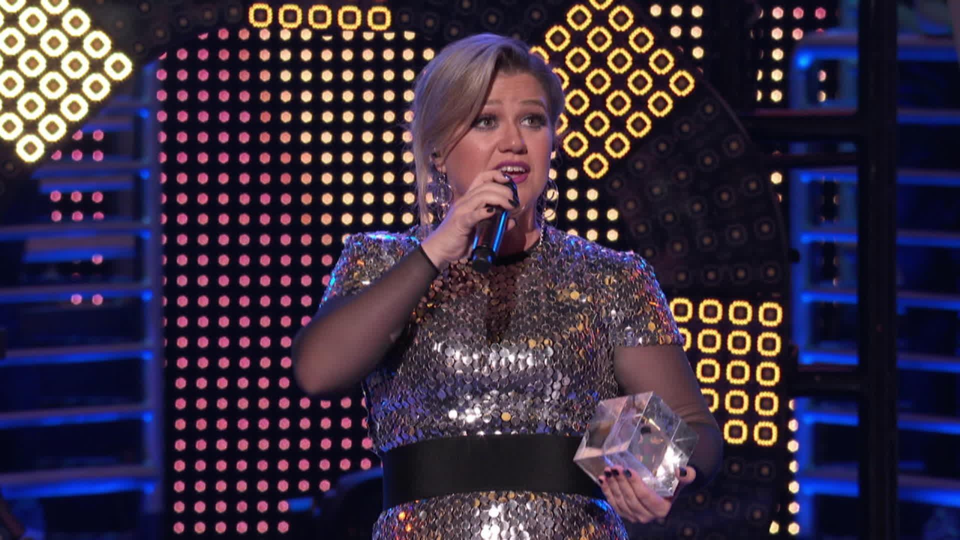 2018 Icon Award: Kelly Clarkson | 2018 Radio Disney Music Awards