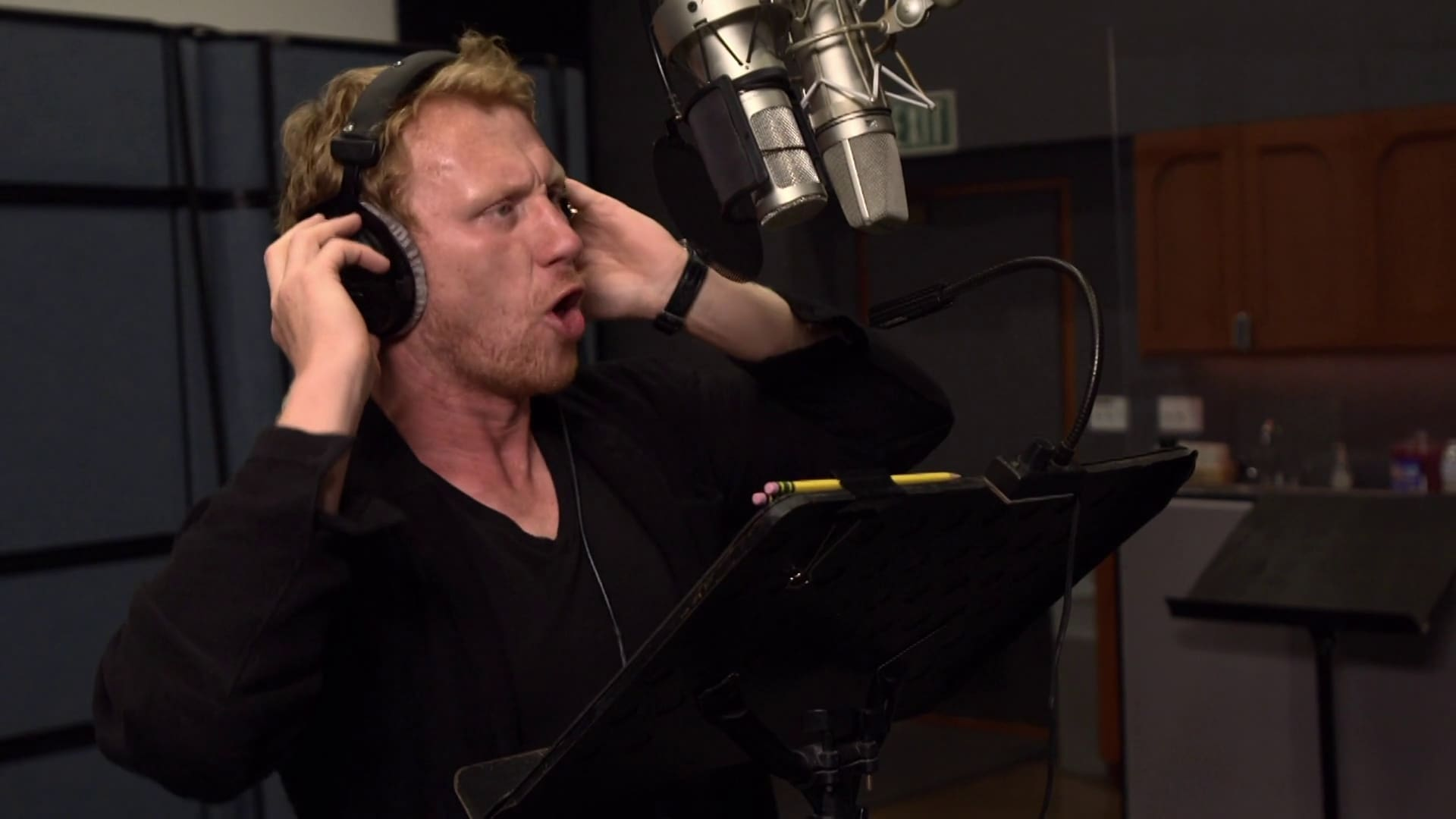 Kevin McKidd, the Voice of Reptillus, Sing the Battlesaurs Song!
